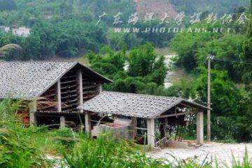 山区里的土法造纸厂